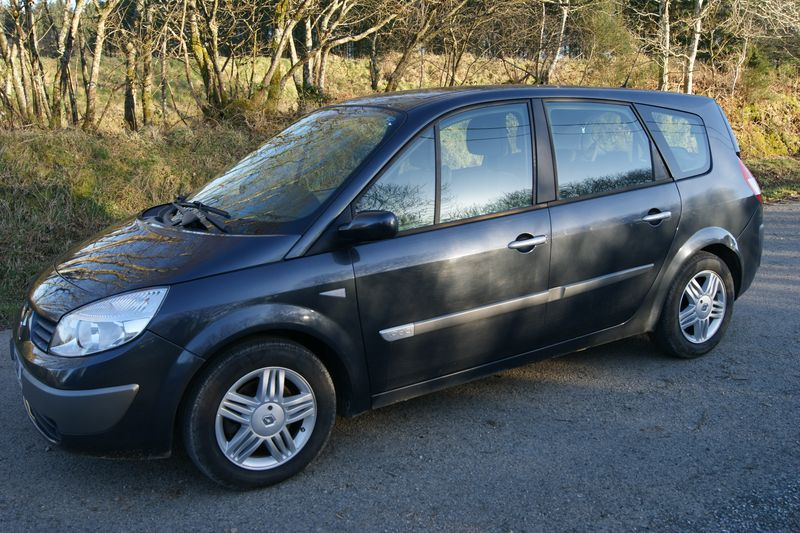 renault scenic 7 places used renault scenic of 2004 166 230 km at 4 200 used renault scenic of. Black Bedroom Furniture Sets. Home Design Ideas